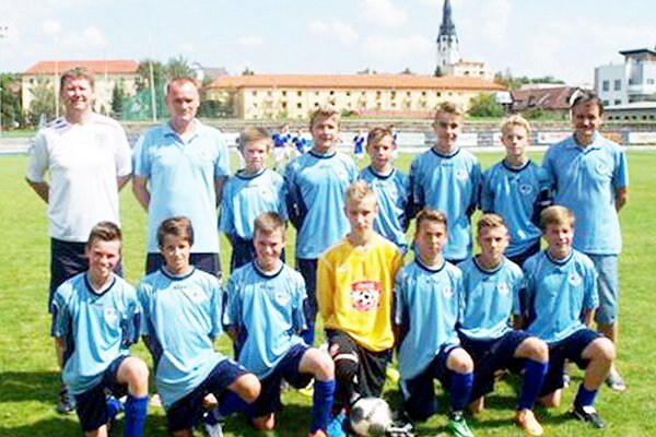 Žiaci FK SNV – U15. Po jeseni sú na piatom mieste, štvrtá priečka zaručuje postup.