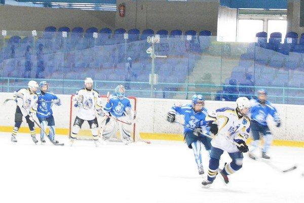 Veľký boj o finále sa začína. O prvoligové finále začali Spišiaci sériu na domácom ľade a hrá na tri víťazné zápasy.