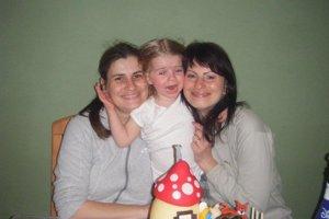 Zľava A. Bagárová, Lilianka a O. Barbušová. Pri jednej z rodinných osláv.