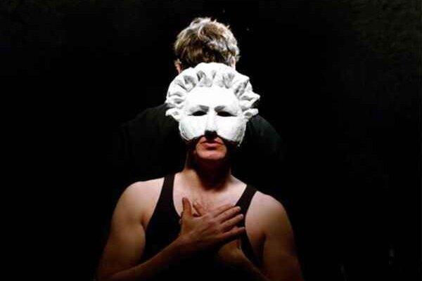 Hamlet. Vo štvrtok o 19.00 h divadlo Kontra zahrá hru od W. Shakespeara.