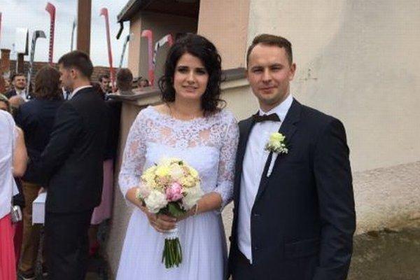 Mladomanželia Slávka a Július Hudáčkovci.
