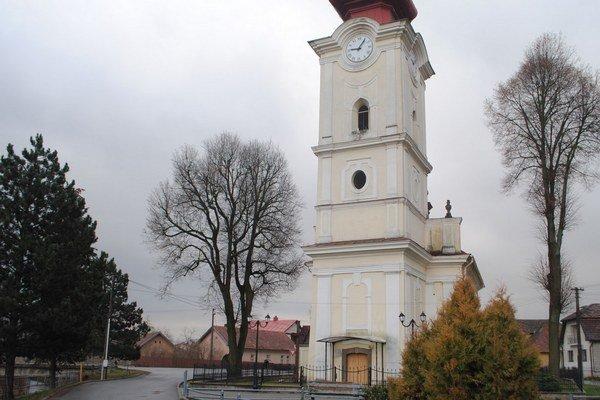Kostol v Harichovciach. Je strážený kamerou.