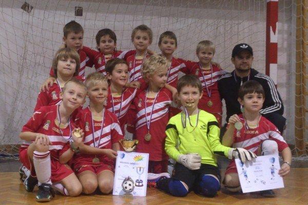 Mladí futbalisti z Hrusak team TJ Slovan Smižany sa stali víťazmi tradičného futbalového Mikulášskeho turnaja v Košiciach.
