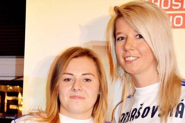 Dvojica úspešných futbalistiek z FK Sp. Nová Ves – Kasenčáková (vľavo) a Farkašovská.