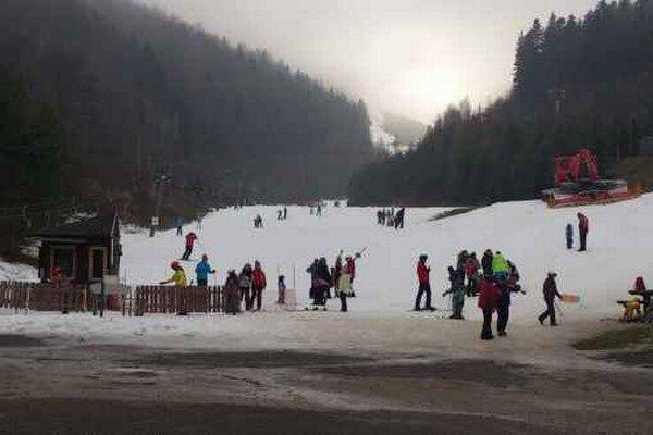 Lyžiarske stredisko Plejsy. Aktuálne je tu 50 cm snehu.