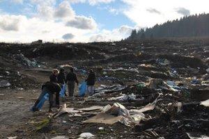 Bývalá osada pri Letanovskom mlyne. Tomášovčania i ochranári sa znova pustia do odpratávania odpadu.