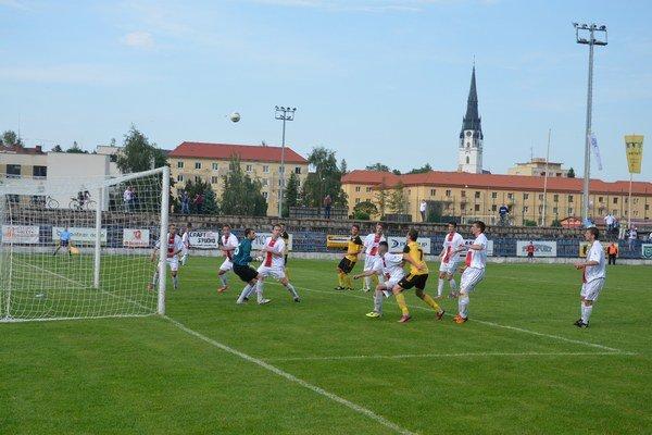 Futbal pomáhal. FK Spišská Nová Ves vyzbieral na charitatívne účely zo sobotňajšieho stretnutia 300 eur.