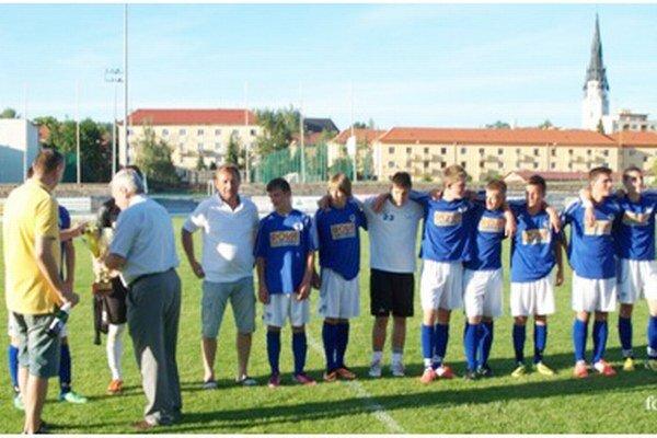 Dorastenci FK Sp. Nová Ves dominovali v oboch vekových kategóriách.