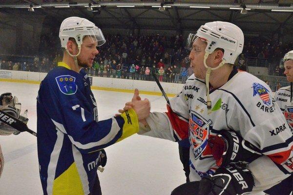 Ďalšia sezóna v rodnom klube. Pavol Gurčík (vľavo) bude opäť pilierom spišskej obrany.