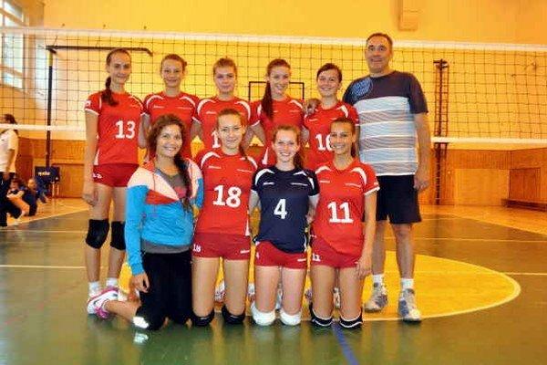 Letná príprava. Juniorkám VK Sp. Nová Ves (na snímke) sa na turnaji na Liptové nedarilo, striebro vybojovali kadetky.