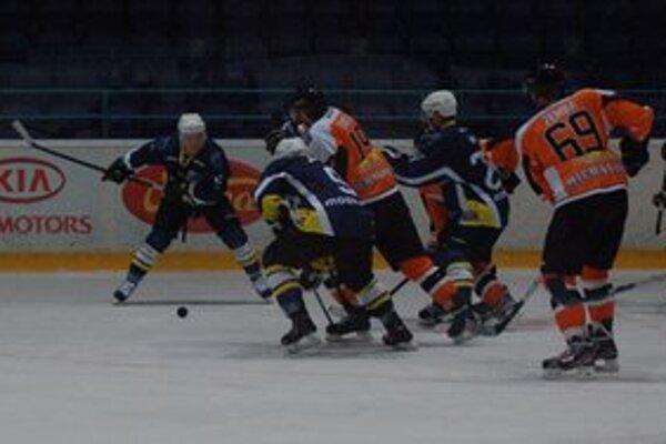 V ostatných kolách sa darí. Sériu štyroch víťazných stretnutí ťahajú hokejisti Spišskej Novej Vsi.