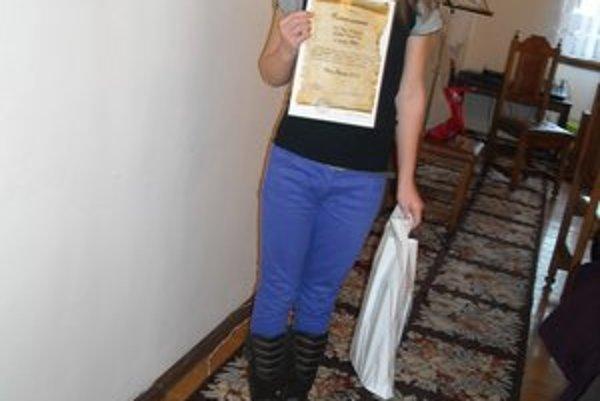 Po prevzatí ocenenia. Šéfredaktorka F. Tekáčová sa z ocenenia tešila.