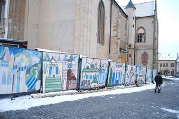 Detské maľby zdobia chrám sv. Jakuba, ktorý tu reštaurujú už dlhé roky.
