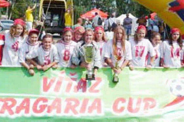 Po striebre prišlo zlato. Pred rokom boli na Fragarii Spišiačky druhé, teraz si odniesli víťaznú trofej.