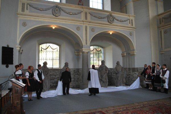 Odhalenie. Originály sú vystavené v evanjelickom kostole v centre mesta.