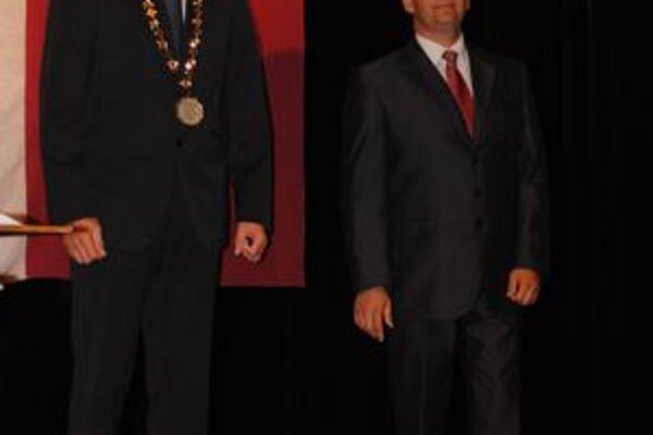 Politickí rivali. M. Majerský na snímke vľavo a M. Vilkovský majú na terajšiu situáciu v meste rozdielny názor.