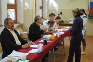 Volebné komisie. V niektorých pochybili, voľby sú preto neplatné.