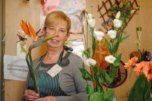 Kvetinárka Viera Koťuhová. Klientom rada poradí.