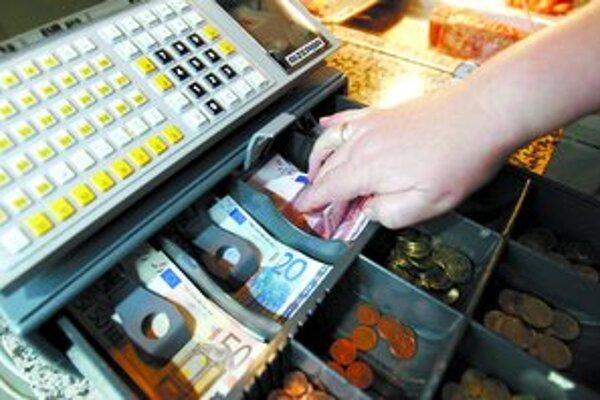 O tom, či budeme u nás eurom platiť už od januára budúceho roka, rozhodne únia v júni.