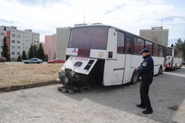 Autobus. V Levoči majú raritu, vrak autobusu.