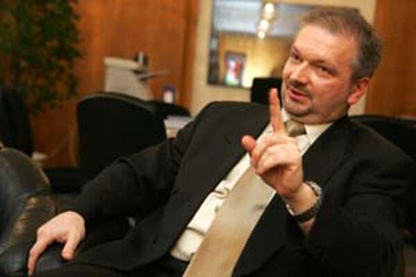 Generálny riaditeľ Sociálnej poisťovne Ivan Bernátek obvinil denník SME z ohovárania.