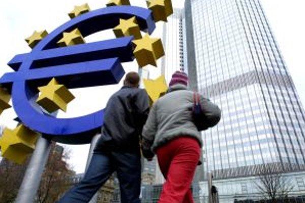 Prijatie eura je ohrozené v dôsledku inflácie. Tvrdia to utajené zdroje agentúry Thomson z prostredia Európskej centrálnej banky. Odborníci ich označili ako fámy.