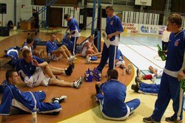 Černického začiatky. Takto s týmto mužstvom Milan Černický (uprostred) začínal svoju trénerskú kariéru na Spiši.