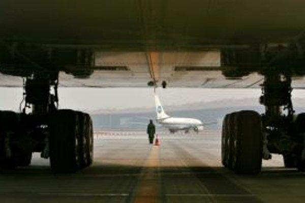Vo vojne medzi Airbusom a Boeingom vyhral európsky výrobca liedadiel dôležitú bitku.