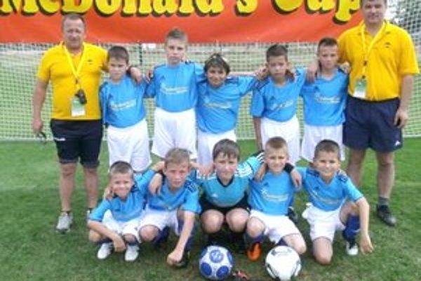 Druhá ZŠ Nejedlého. Výborný úspech dosiahli mladí futbalisti ZŠ Nejedlého v Nitre, kde im ceny odovzdával Marek Hamšík.
