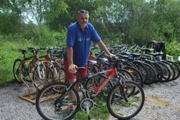 Jozef Lipták poskytuje cyklosprievodcovské služby aj bicykle pre turistov.
