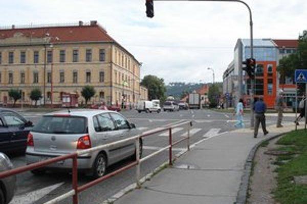 Križovatka v centre mesta patrí medzi najfrekventovanejšie.