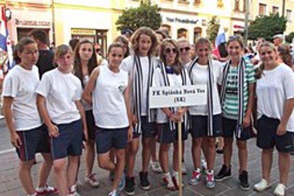 Strieborná partia. Skvelú sezónu zakončili dievčatá FK Spišská Nová Ves ziskom strieborných medailí na prestížnom Fragaria Cupe v Prešove.