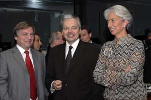 Ministri financií členských štátov únie (zľava luxemburský minister Jeannot Krecke, belgický minister Didier Reynders a francúzska ministerka Christine Lagarde) včera hodnotili konvergenčný plán našej vlády.