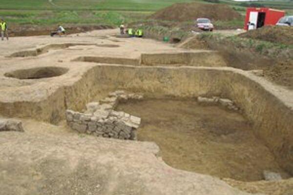Objav. Archeológovia skúmali terén, našli zvyšky stavieb zo stredoveku.