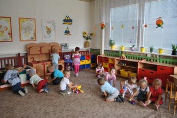 Učiteľka v škôlke zarobí 500 eur, podnájom v Bratislave by zhltol väčšinu výplaty.