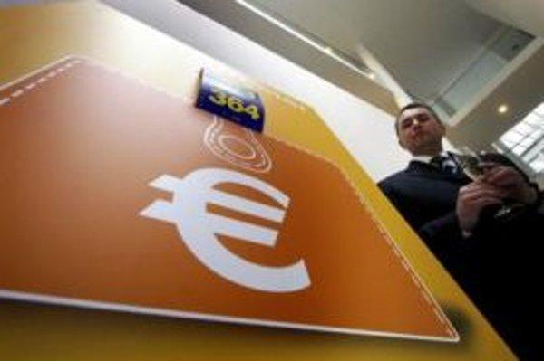Splnomocnenec vlády pre zavedenie eura Igor Barát začal strihať symbolický meter do zavedenia eura na Slovensku. Zatiaľ sa zdá, že inflácia by mu nožničky otupiť nemala.