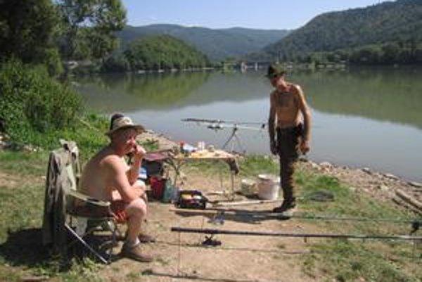Rybári. Ružín je pre nich raj.
