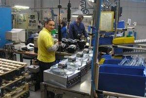 Novoveská fabrika. Rady jej zamestnancov by sa mali rozšíriť.