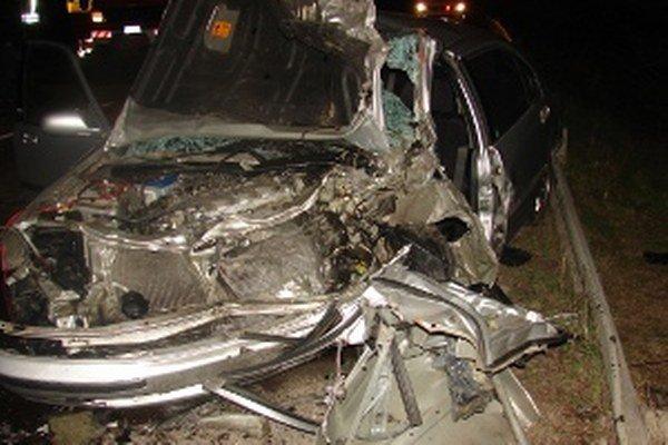 Polícia hľadá svedkov nehody, pri ktorej prišla o život 48-ročná žena.
