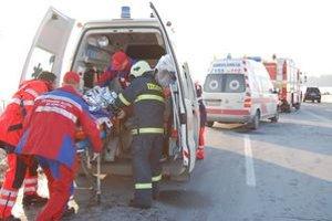Zranených záchranky previezli do dvoch okresných nemocníc.