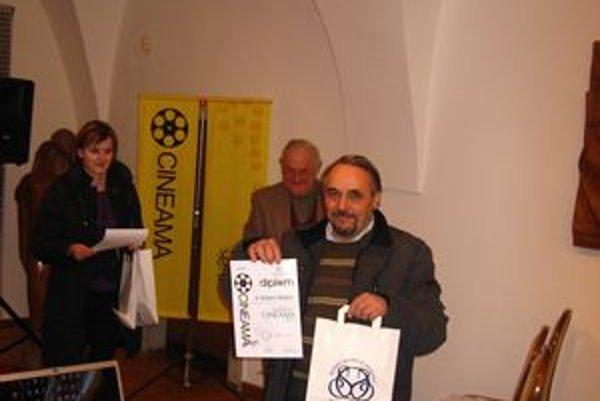 Štefan Bartko. Získal cenu za dokument.