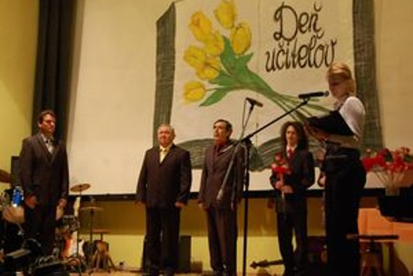 Dvaja z ocenených. Milan Garčár a Miroslav Hlúpik (na snímke druhý a tretí zľava).