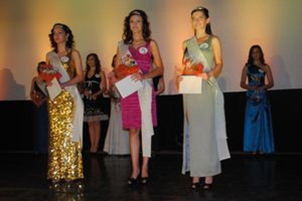 Víťazné trio. Zľava L. Mirgová, Miss Z. Vanečková a B. Kamenická.
