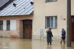 Povodne sužovali Spiš. Voda a peniaze rozhádali ľudí.