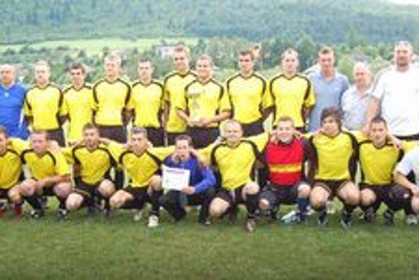 Víťaz I. triedy  SOFZ – Kluknava. V nedeľu Kluknavčania oslávili svoj opätovný návrat do ligovej súťaže.