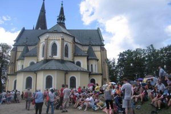 Mariánska hora. Každoročne ju navštívia desaťtisíce veriacich.