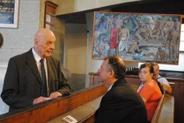 M. Klimčák (vľavo). Jeho obrazy vlastnia politici aj pápež.