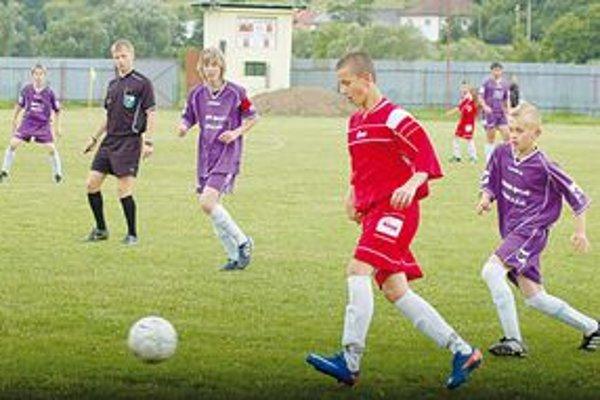Veľa žiakov a dorastencov. Za ostatné roky sa dlho do súťaží SOFZ nezapojilo toľko mládežníckych družstiev, ako to bude v nasledujúcej sezóne 2011/2012.