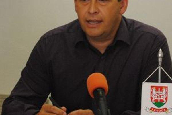Miroslav Vilkovský prežíva zadosťučinenie. Protikandidát ho obvinil z kupovania hlasov, on poukazuje na divné spočítavanie hlasov.