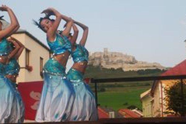 Tanečníci z Hongkongu pod Spišský hrad priniesli závan exotiky.